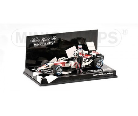 HONDA F1 RACING RA106 - JENSON BUTTON - 1ST WIN HUNGARY GP 2006 - WITH STANDING FIGURINE