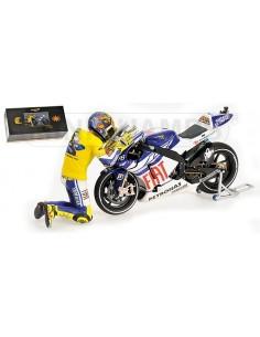 YAMAHA YZR-M1 - VALENTINO ROSSI - MOTO GP 2010 VALENCIA - WITH FIGURINE (GIFTBOX)