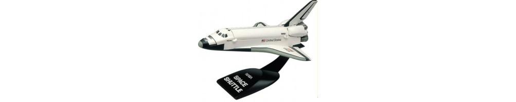 Kits de modelismo em plástico de espaço e ficção científica